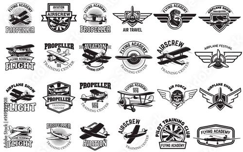 Zestaw emblematów centrum szkoleniowego samolotu. Elementy projektu dla logo, etykiety, godło, znak. Ilustracji wektorowych.