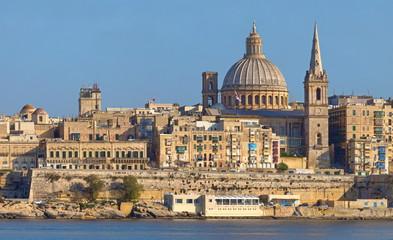 Fototapeta na wymiar Valletta auf Malta, gesehen von Sliema