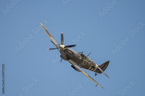 spitfire in the skies Poster Mural XXL