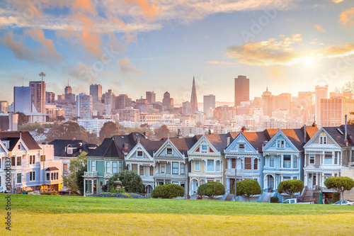 Photo  Famous view of San Francisco at Alamo Square