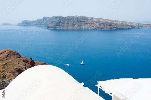 Papiers peints Santorini White architecture on Santorini island, Greece. Beautiful landscape, sea view.