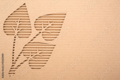 Foto  Leaves cut out on a corrugated cardboard