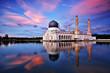 Leinwanddruck Bild - Sunset scenery of Kota Kinabalu city Mosque, Sabah Borneo, Malaysia.