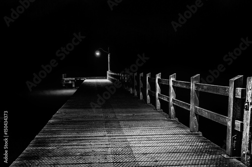 Obraz Glenorchy Wharf Empty at Night - fototapety do salonu