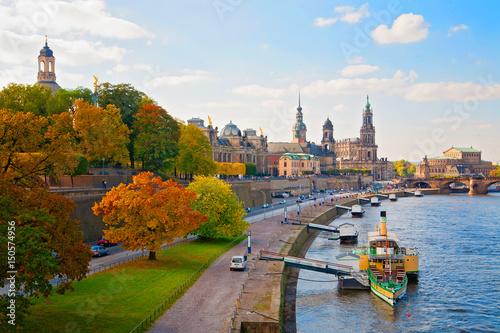 drezno-w-pogodny-jesienny-dzien-niemcy