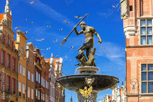 Obraz na plátně  Fountain of the Neptune in old town of Gdansk, Poland