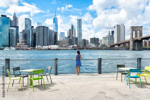 Valokuvatapetti New York city skyline waterfront lifestyle - woman enjoying view