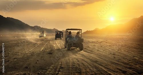 Poster de jardin Desert de sable Buggy riding in desert