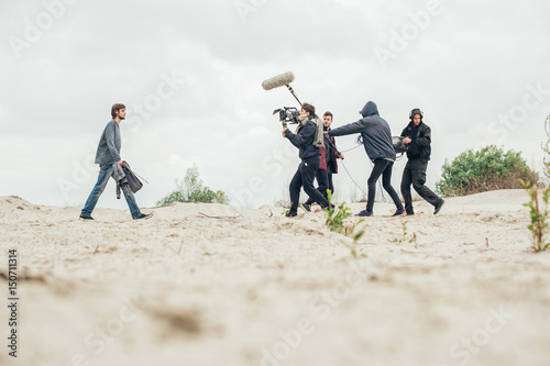 Foto Behind the scene. Film crew filming movie scene outdoor