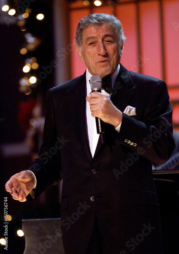 singer tony bennett performs at the dress rehearsal for tnts christmas in washington concert