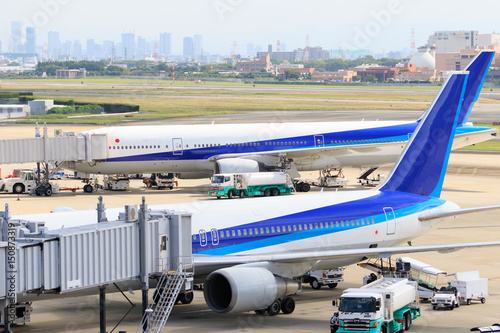Papiers peints Avion, ballon 飛行機と梅田の高層ビル群 -大阪国際空港-
