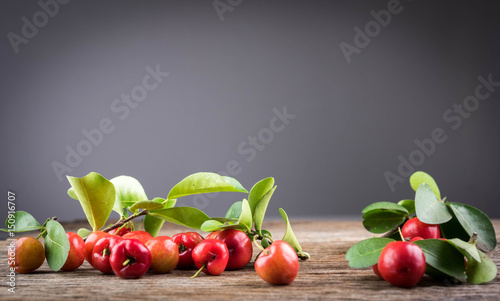 Photo Acerola cherry of thailand soft focus on White background