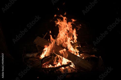 feu camp flamme chaleur réchauffer cheminé bois brûler réchauffer hiver camper c Wallpaper Mural