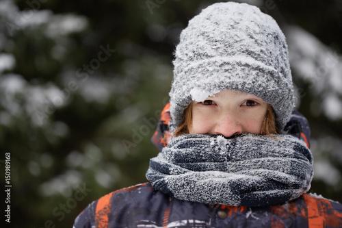 Fényképezés Boy in the winter forest