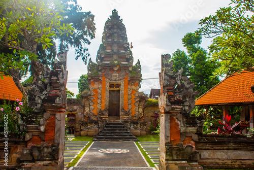 Balinese entrance gate of the temple. Ubud, Bali, Indonesia. Canvas-taulu