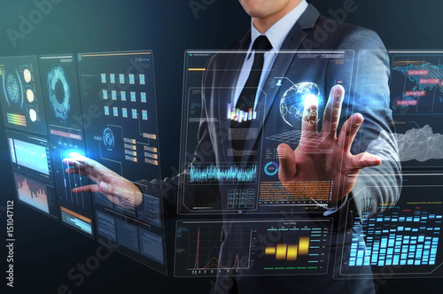 Foto  businessman using transparency technology interface