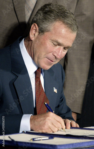 Us President Bush Signs Free Trade Agreements With Singapore And