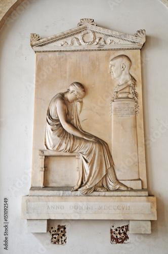 Fotografía  Roma, basilica dei Santissimi Apostoli -  stele funeraria di Giovanni Volpato di