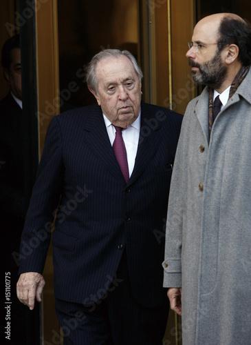Oil trader Oscar S  Wyatt, Jr  (L) and attorney Gerald