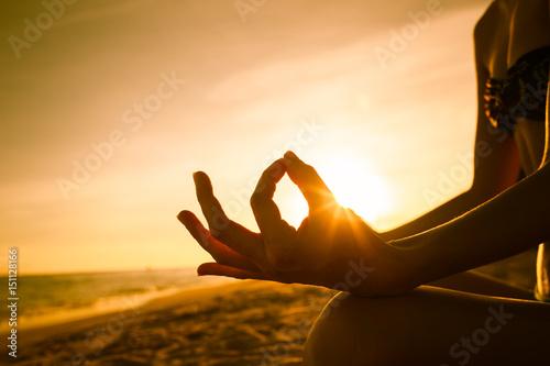 Foto  Closeup of hand meditating.