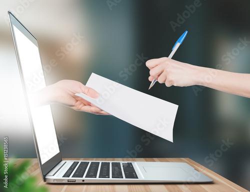 Fotografie, Obraz Firma del contratto, mano che esce da computer