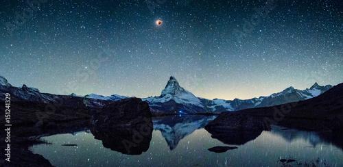 Obraz na plátně  Blutmond mit Matterhorn und Stellisee