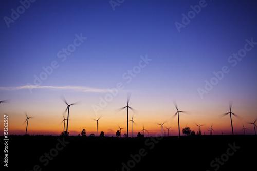 turbina wiatrowa tło zachodu słońca ekosystem rocznika