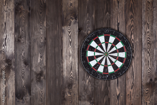 Fotografía Dart board on a wooden wall