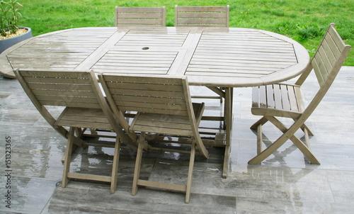 salon de jardin en bois sous la pluie - Buy this stock photo ...
