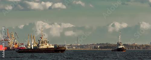 Spoed Foto op Canvas Khaki Two tug ships