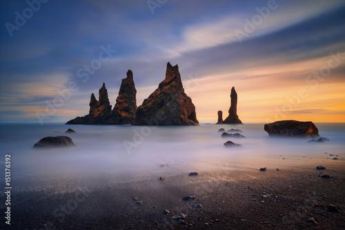 Foto auf Gartenposter Insel Reynisdrangar coast