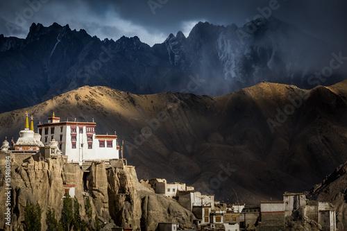 Plakat Buddyjski klasztor Lamayuru w indyjskim Himalajach. Lamayuru, Ladakh, Indie