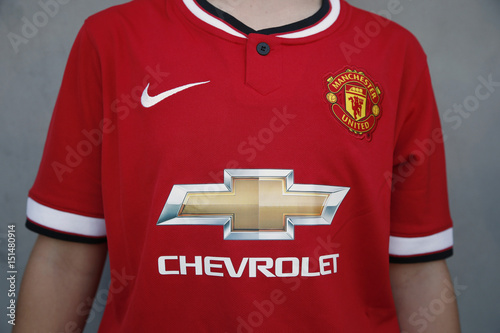 promo code f5aa5 ee931 Girl wears new Manchester United jersey with a Chevrolet ...