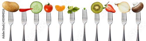 Printed kitchen splashbacks Fresh vegetables Obst und Gemüse auf Gabeln, isoliert