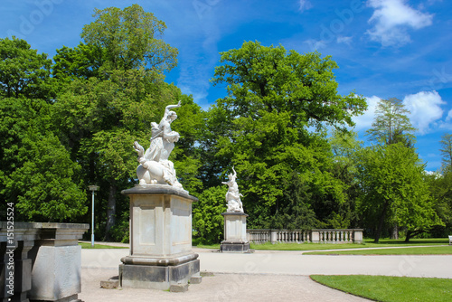 Großer Garten Dresden Hauptallee Mit Skulpturen Im Frühling Buy