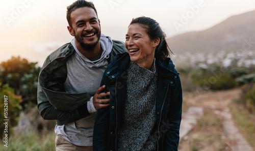 Fotografia  Couple enjoying vacation in countryside