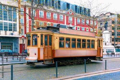Plakat Sławny rocznika tramwaj na ulicie Stary miasteczko, Porto, Portugalia
