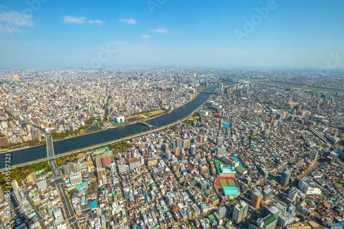 Plakat Widok z lotu ptaka Tokio miasto linia horyzontu, Sumida rzeki mosty i Asakusa teren od Tokio Skytree obserwatorium. Dzień. Tokio, Japonia.