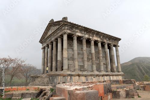 Spoed Fotobehang Bedehuis Garni hellenistic temple