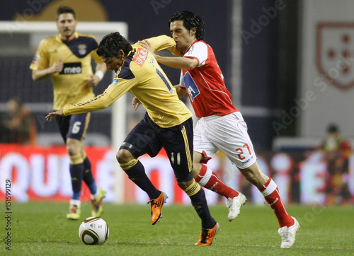 By Miguel Vidal   REUTERS. Sporting Braga s Custodio battles for the ball  with Benfica s Jara during their Portuguese Premier League soccer 7690e0e6ad2e6