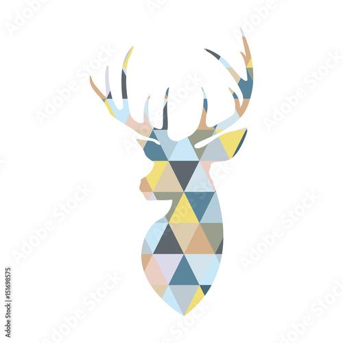 glowa-jelenia-tworzona-przez-trojkatne-wielokolorowe-ksztalty-skandynawski-styl