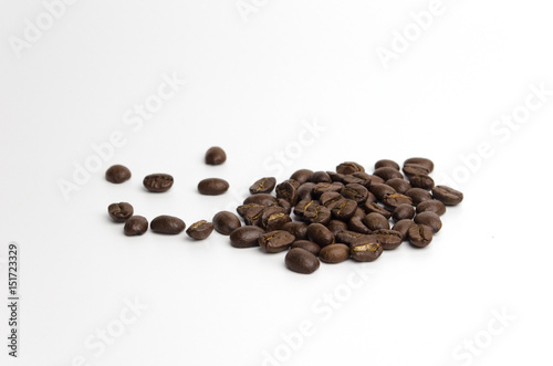 Deurstickers koffiebar The coffee beans isolate on white background