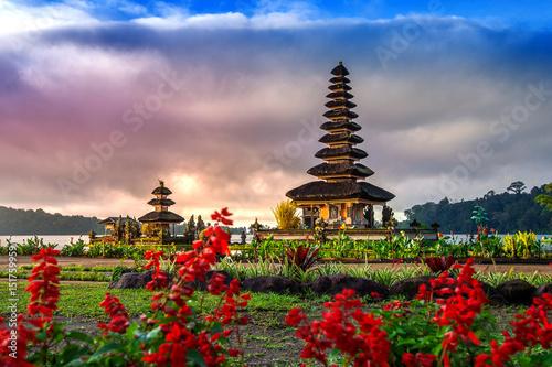 Foto op Aluminium Indonesië pura ulun danu bratan temple in Bali, indonesia.