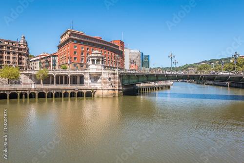 Foto auf AluDibond Stadt am Wasser River in Bilbao Spain