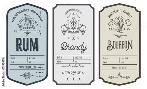 Carta da parati Set of intage bottle label design with ethnic elements in thin line style