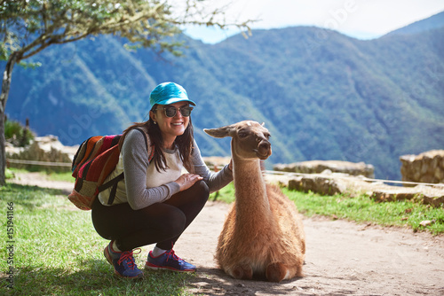 Foto op Plexiglas Lama Woman meet lama in hiking trail