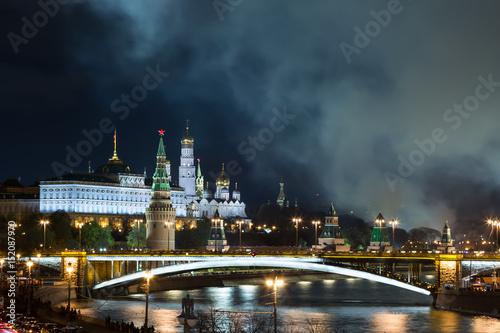 Plakat Ładna fotografia Rosyjski Moskwa Kremlin przy nocą. Moskwa punkt orientacyjny