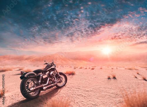 motocykl-na-tle-zachodu-slonca