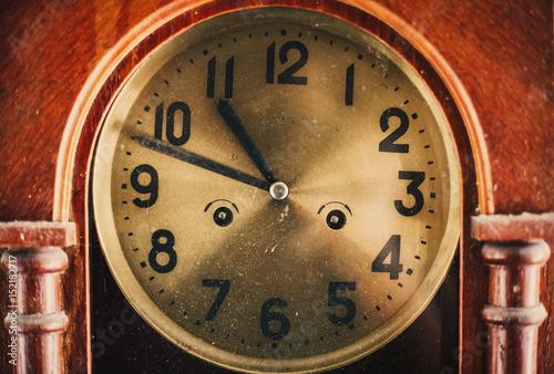 Staande foto Vintage Poster Old vintage dusty clock