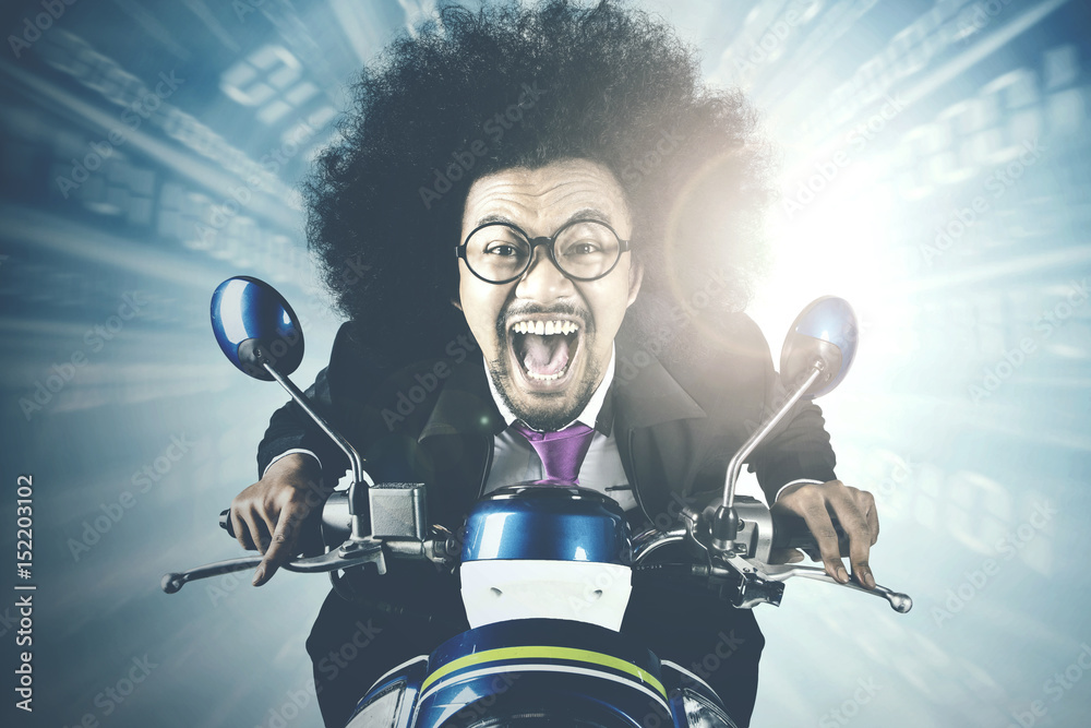 Fototapety, obrazy: Afro businessman racing in competition